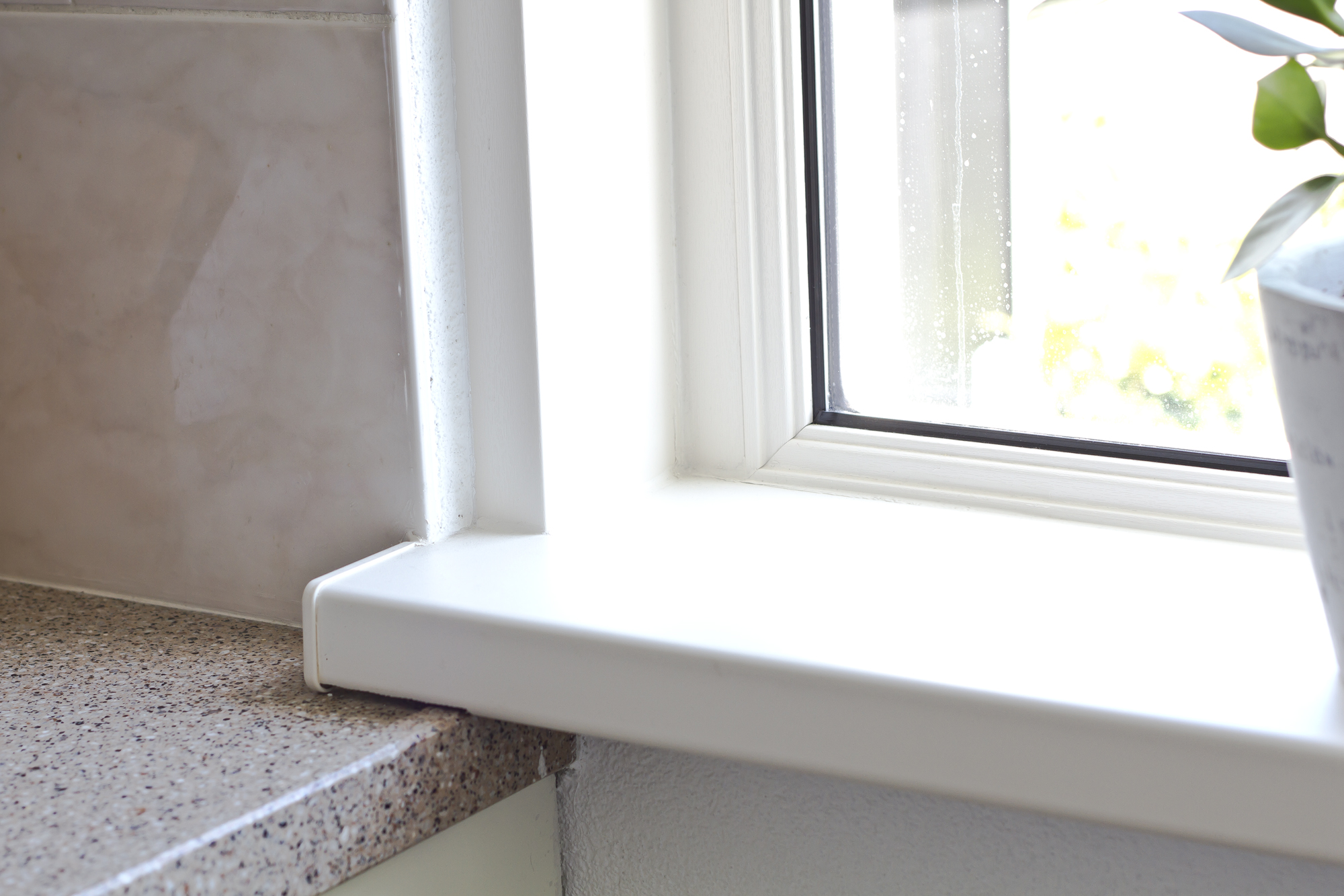 Vensterbank keuken is gerenoveerd met type a kunststof for Vensterbank vervangen